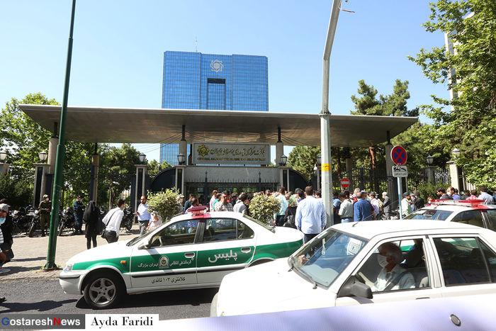 تجمع معترضان مقابل بانک مرکزی + تصاویر