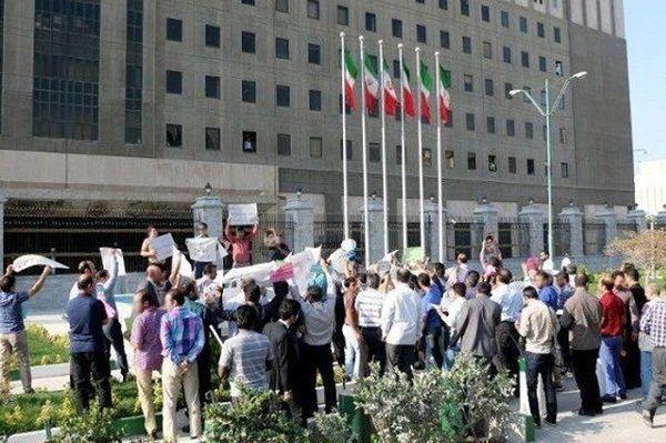 تجمع جمعی از معلمان مقابل مجلس