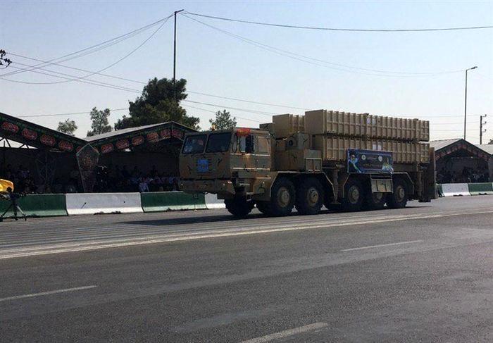 رونمایی از ۴ سامانه موشکی و توپخانه ای جدید در ایران