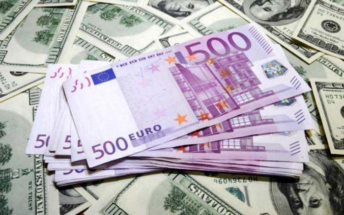 آخرین قیمت دلار و یورو در بازار (۹۹/۰۵/۱۳)