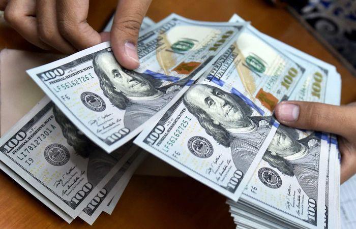 ریزش قیمت دلار در صرافی ملی (۹۹/۰۸/۱۷)