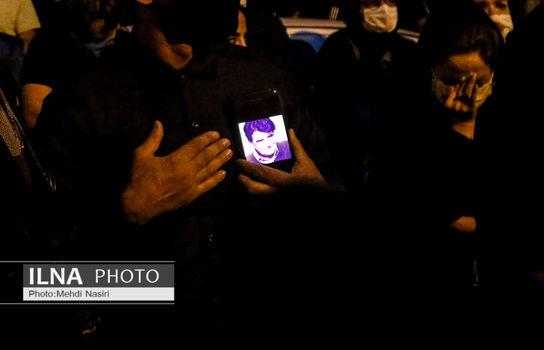 حضور گسترده مردم در مقابل بیمارستان جم+ فیلم و تصاویر