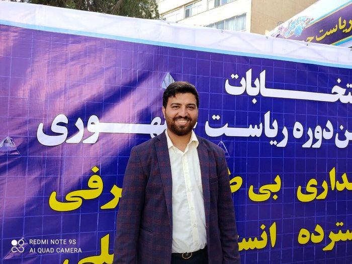 انگیزه یک فرزند شهید پس از ثبت نام در انتخابات + عکس