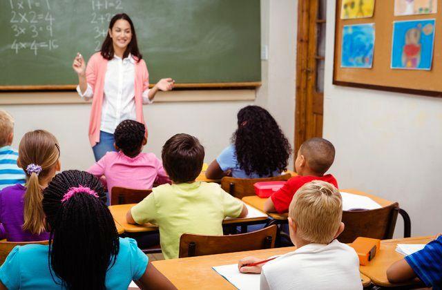 معلمان ابتدایی دیگر کشورها چقدر حقوق میگیرند؟ + نمودار