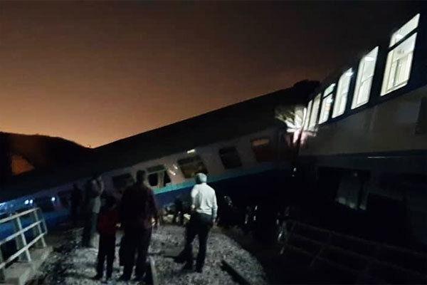 ۲۳ تن از مصدومین  برخورد قطار در قزوین به بیمارستان منتقل شدند