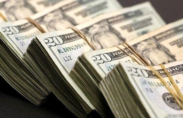 تاج پادشاهی از سر دلار افتاد!