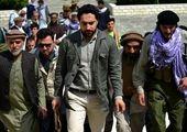 مرد افغان در بیرون از هواپیمای درحال پرواز! +فیلم