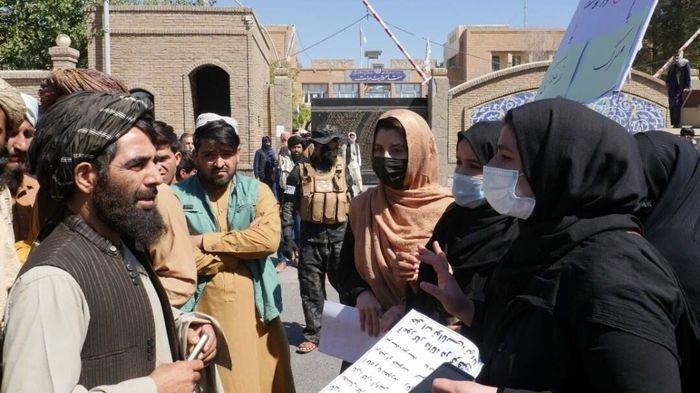 تجمع زنان افغان علیه طالبان در خیابانها