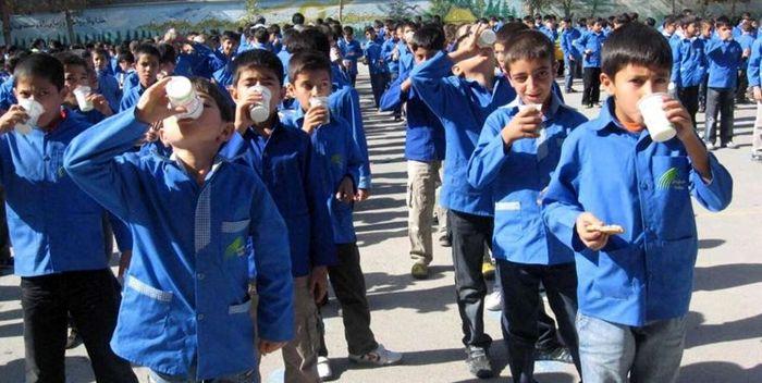 کشف ۱۹ هزار پاکت شیر فاسد در انبارهای آموزش و پرورش!