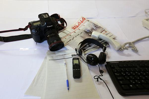 روزنامهنگار کسی است که معاش او از تحریریه تامین میشود