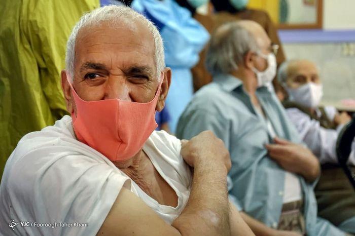 سالمندان و جانبازان آسایشگاه کهریزک واکسن کرونا زدند+تصاویر