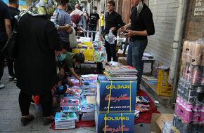 تصاویر/ بازار  کف خیابانی لوازم تحریر در یک روز تعطیل
